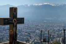Colline San Cristobal, vue sur les montagnes enneigées