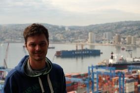 Clément, vue sur le port commercial de Valparaíso
