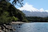 Vue sur la plage et le volcan Osorno, Petrohué