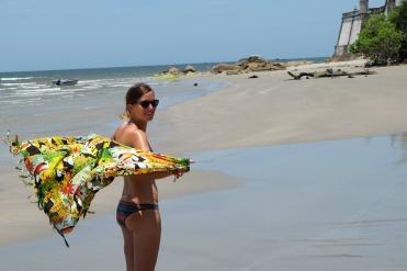 Anne-Charlotte sur la plage près de Fortaleza