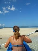 Arrivée en kayak dur un îlot sablonneux