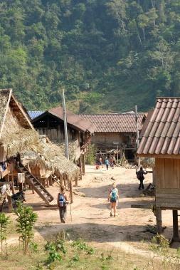 Départ du village Akha
