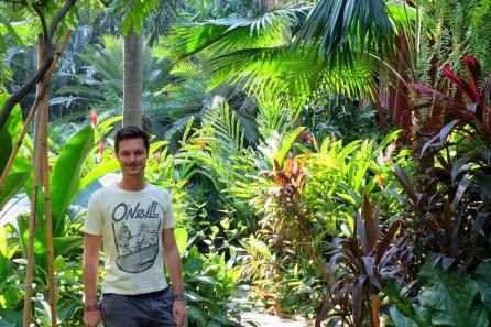 Clément dans les jardins de la maison Jim Thompson